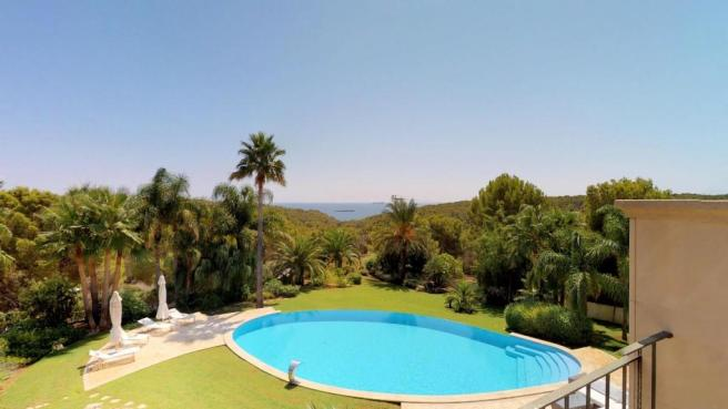 Sea and pool view fr