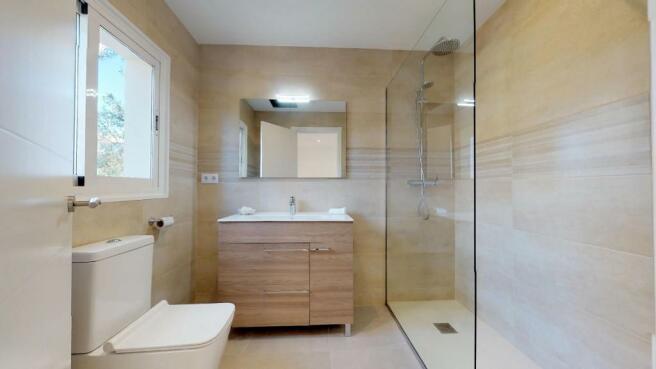 Upper bathroom 3