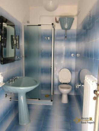 Annex's bathroom