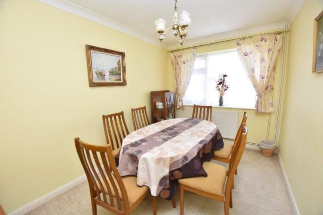 Dining room/bed 4