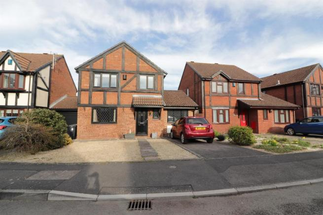 4 bedroom detached house for sale in Homefield, Yate ...