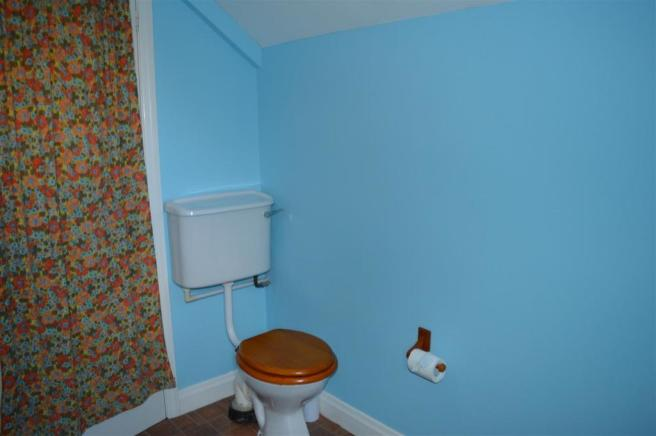 UPSTAIRS CLOAKROOM