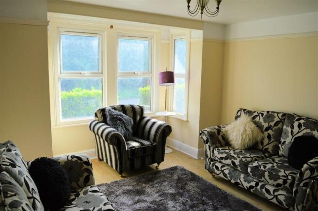 sitting room-dining room