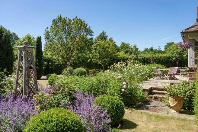 Garden 5900