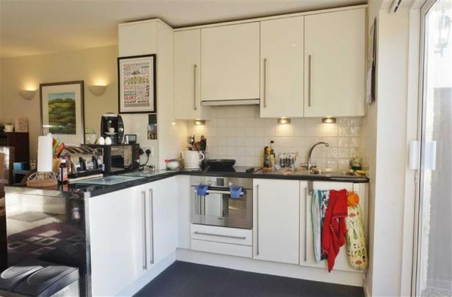KITCHEN/DINING SECTI