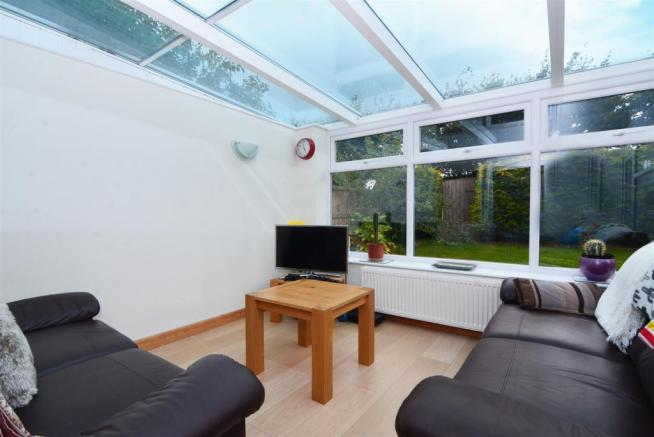 FAMILY ROOM/CONSERVATORY