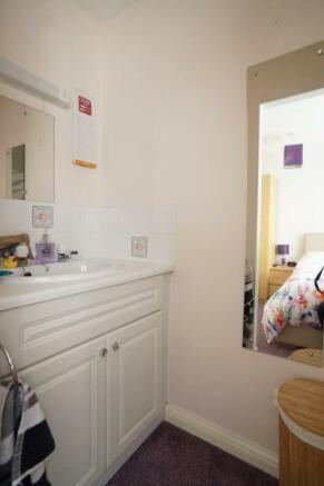 En-Suite Shower Room To Bed 1