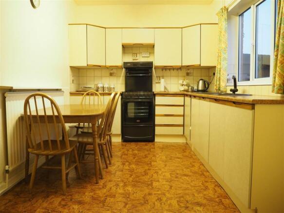 Spacious Dining Kitchen 640
