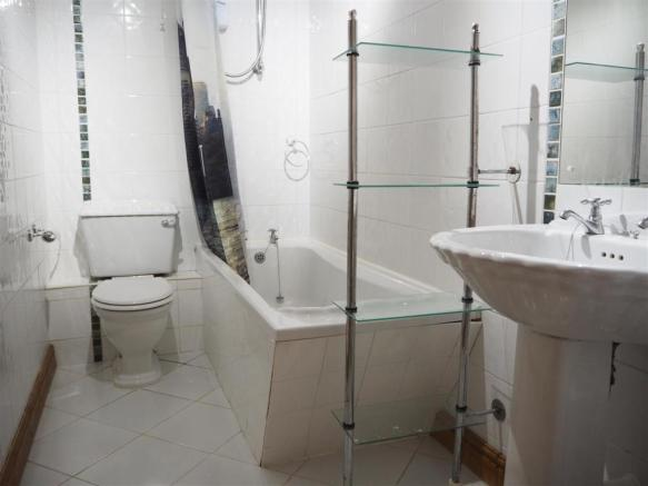 Family Bathroom 407
