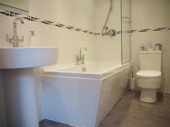 Modern Bathroom 652