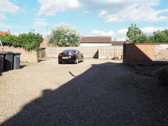 Extensive Gravelled Driveway 556