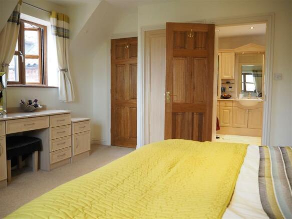 Master Bedroom Into En-Suite 938