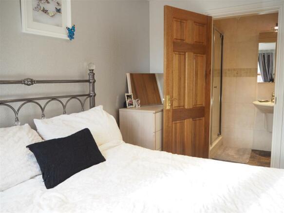 Bedroom Into En-Suite Shower Room 880