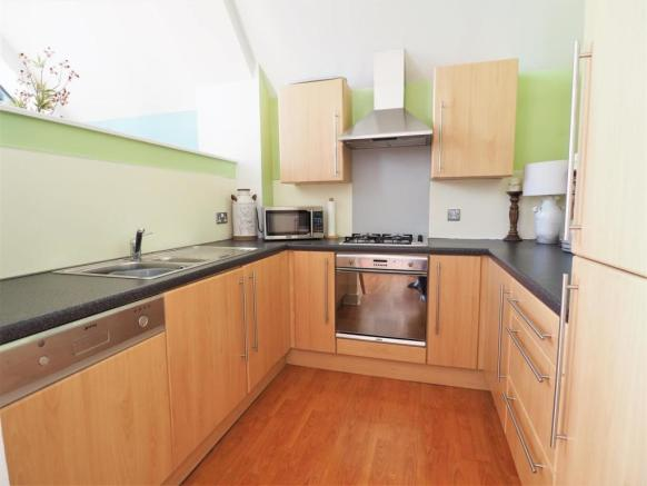 Fully Fitted Modern Kitchen 822