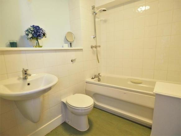Three-Piece Bathroom 818