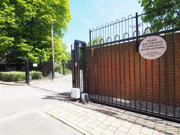 Secure Electric Gated Entrance 776