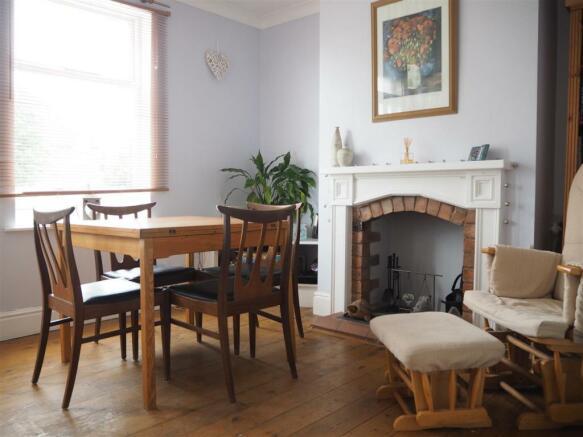 Dining Room 040