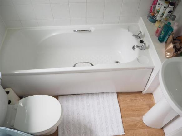 Ground Floor Bathroom 098