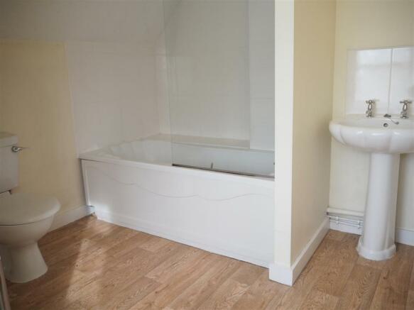 First Floor Bathroom 809