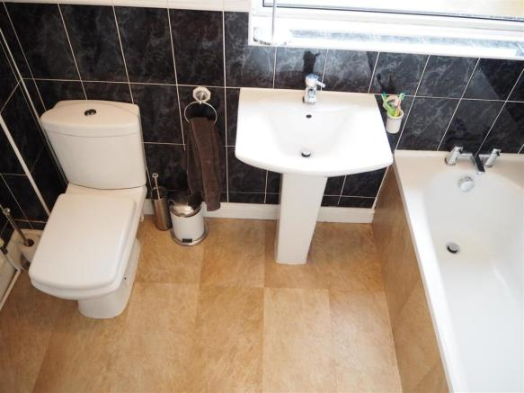First Floor Family Bathroom 688