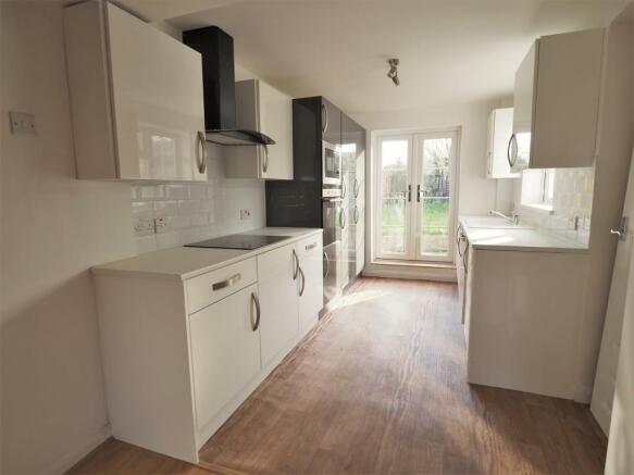 Modern Fitted Kitchen 421