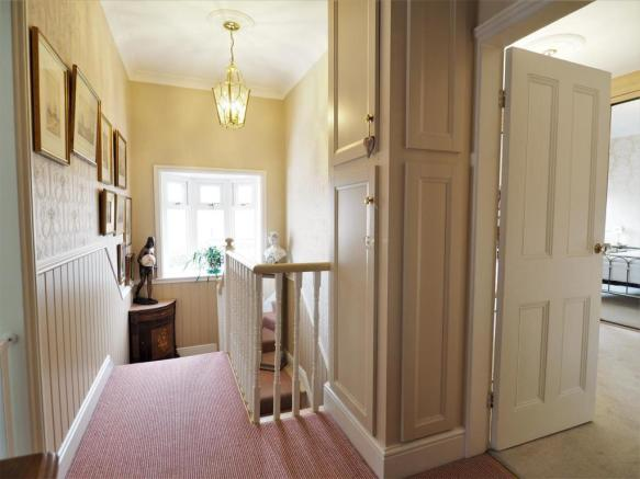 Large Landing With Bay Window 304