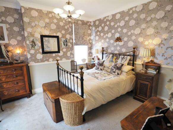 Dual-Aspect Master Bedroom 226