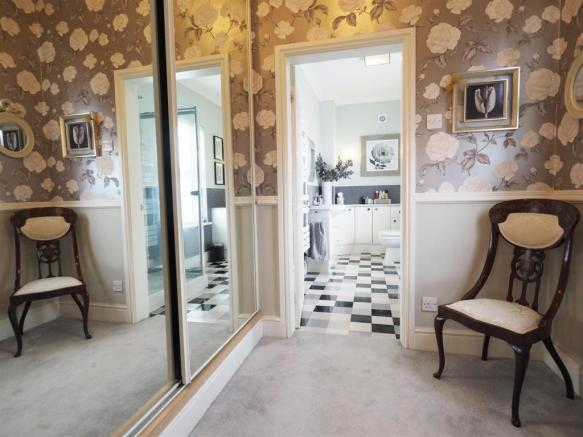 Dressing Room  Into En-Suite 234