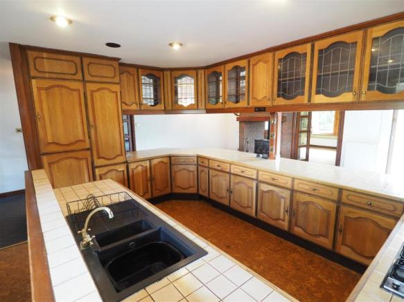Fitted Kitchen 740