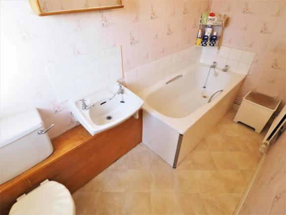 GF Bathroom 811