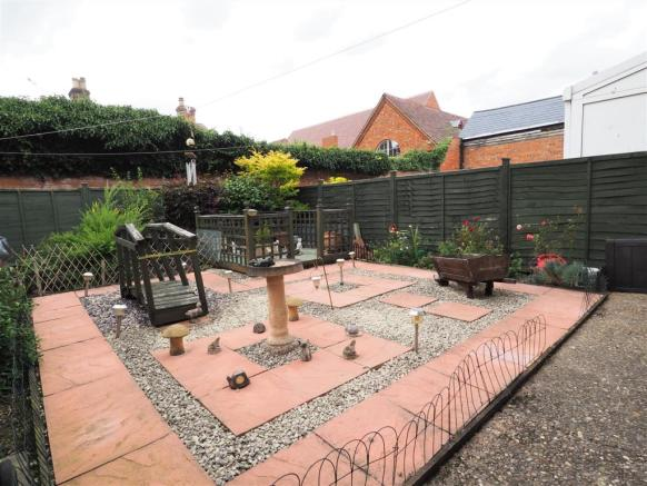 Enclosed Rear Garden 049