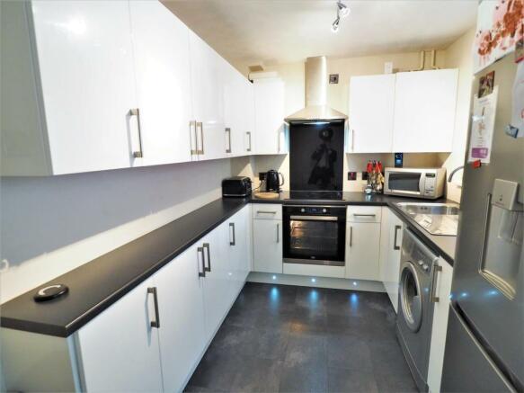 Stylish & Modern Fitted Kitchen 809