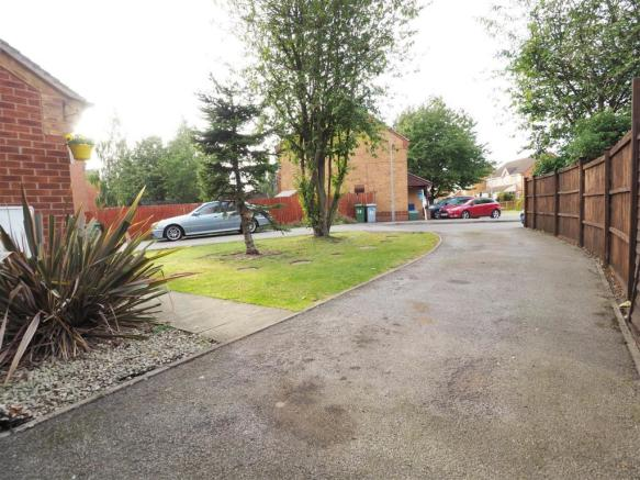 Extensive Driveway & Front Garden 837