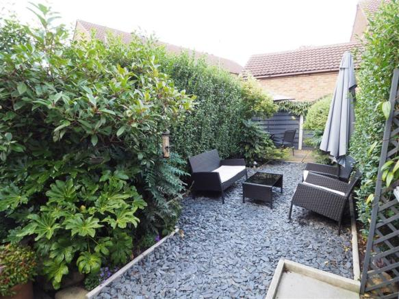 Private & Well Maintained Garden 298