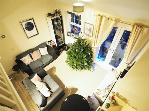Generous Open Plan Living Space 512