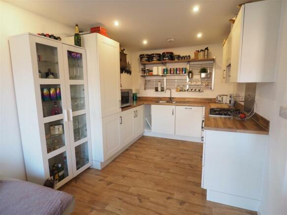 Modern Fitted Kitchen 060