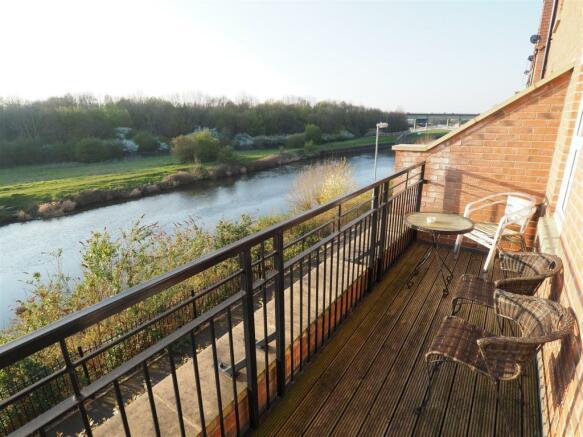 Balcony & Waterside Outlook 039