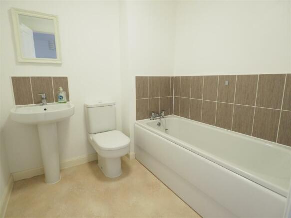 Second Floor Bathroom 093