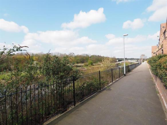 Waterside Setting & Walkway Into Town Centre 476