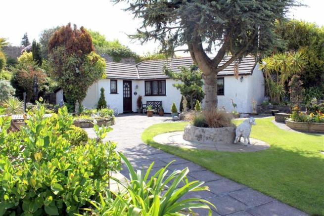 THERE IS A 1 BEDROOM DETACHED HOLIDAY COTTAGE AT T