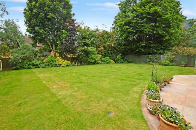 handpost lodge garden doctor photo.jpg