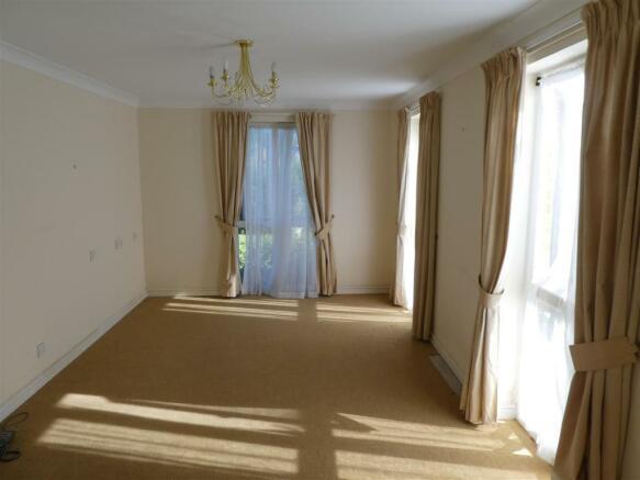 Liv room1.JPG