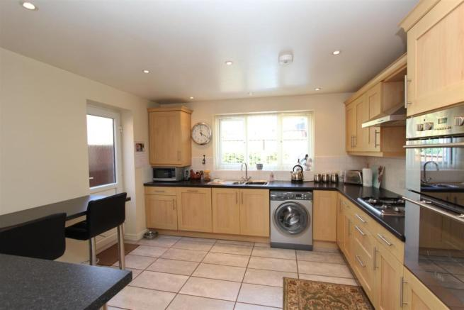 8c Areley Common kitchen.JPG