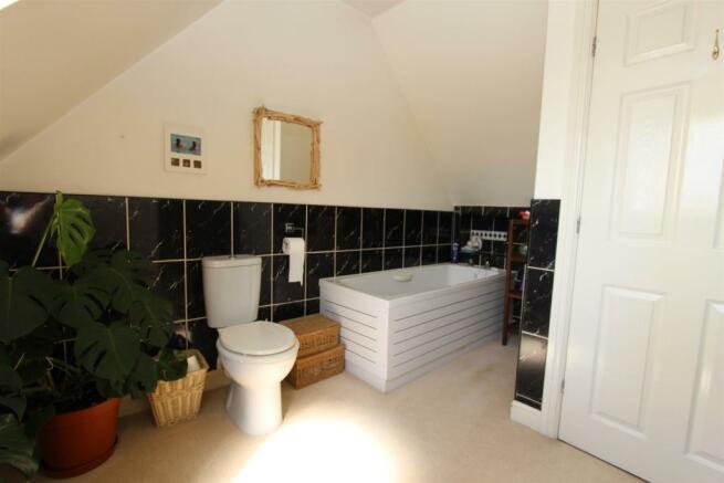 8c Areley Common bathroom.JPG