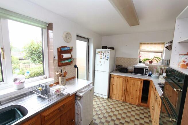 11 Highfield Road kitchen1.jpg