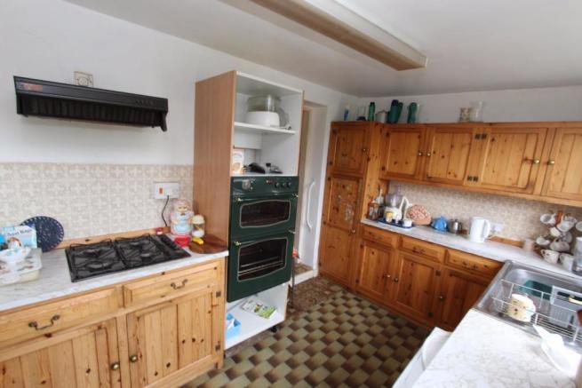11 Highfiled Road kitchen2.jpg