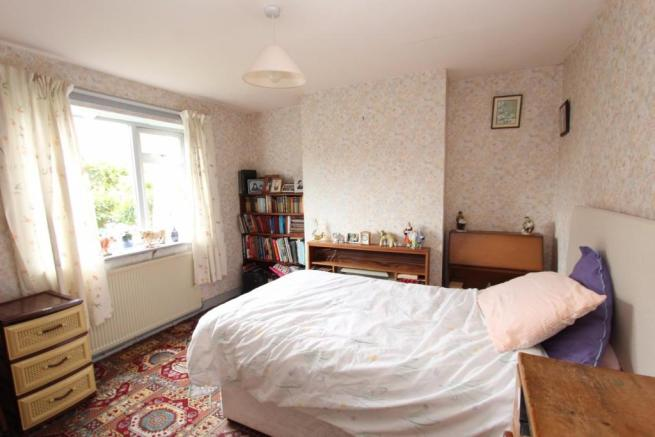 11 Highfield Road dining room with bed.jpg