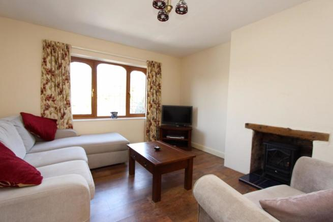 48 Austcliffe Road lounge.JPG