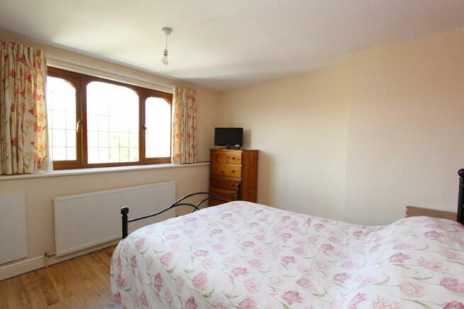 48 Austcliffe Road bed one.JPG