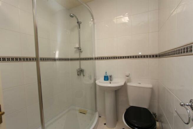 33 Manor Road shower room WEB.jpg